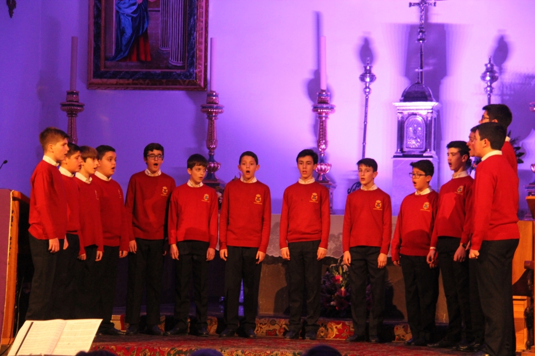 Coro Escolanía Monasterio San Lorenzo Escorial con otra formación en Almuñécar 18