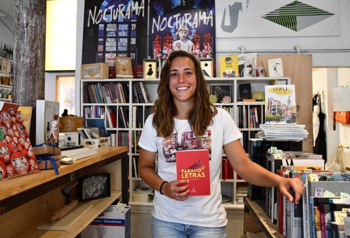 Sara Serrat autora de Parando Letras