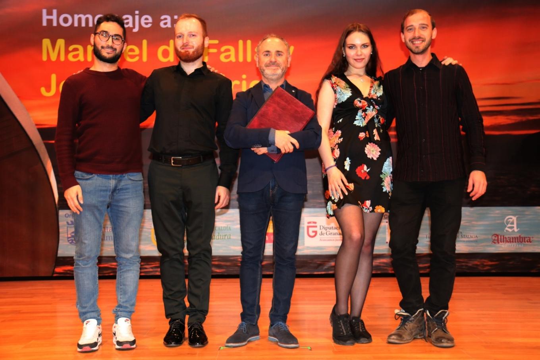 CUATRO FINALISTAS EL CERTAMEN ANDRES SEGOVIA Y SECRETARIO DEL JURADO 20