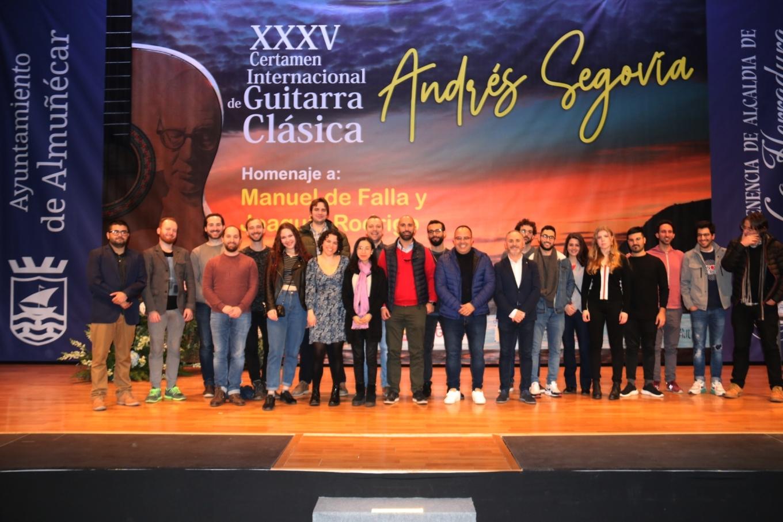 GUITARRISTAS DURANTE LA PRESENTACION Y SORTEO ORDEN ACTUACIÓN 20